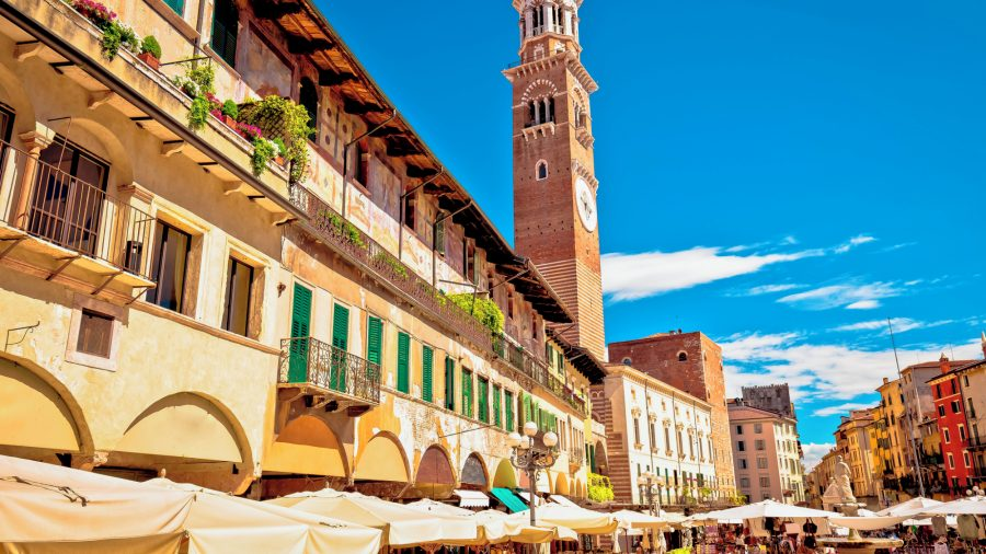 VRN_Verona_Piazza_delle_Erbe L_Amberti_tower_915835504_Getty_RGB-136-DPI-For-Web