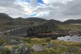 Kvibrua ligger rett ved Kvinen - Foto:
