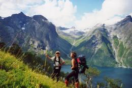 Opp fra Vike mot Reinsvassbu. Hoemsdalen med Gjuratinden i bakgrunnen. - Foto: Ann Olsen Bolsønes
