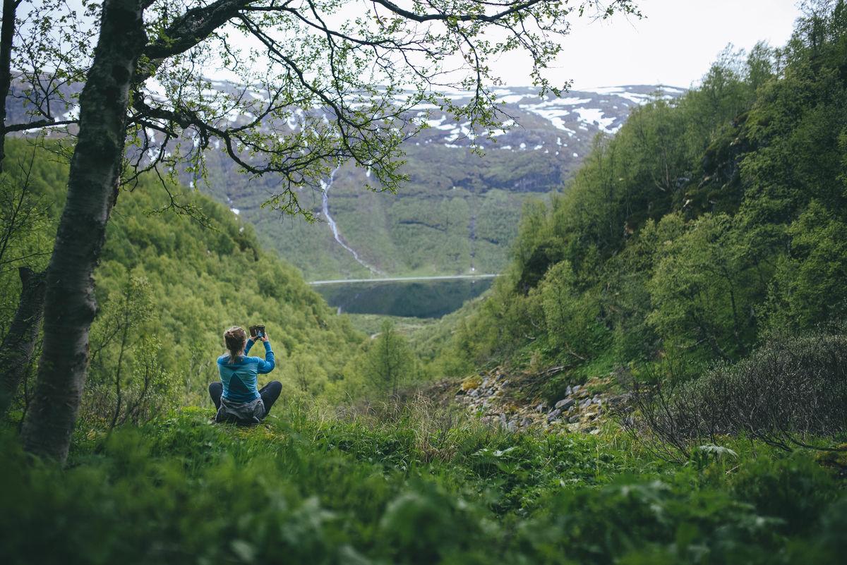 Nyt utsikten i vakre Aurlandsdalen
