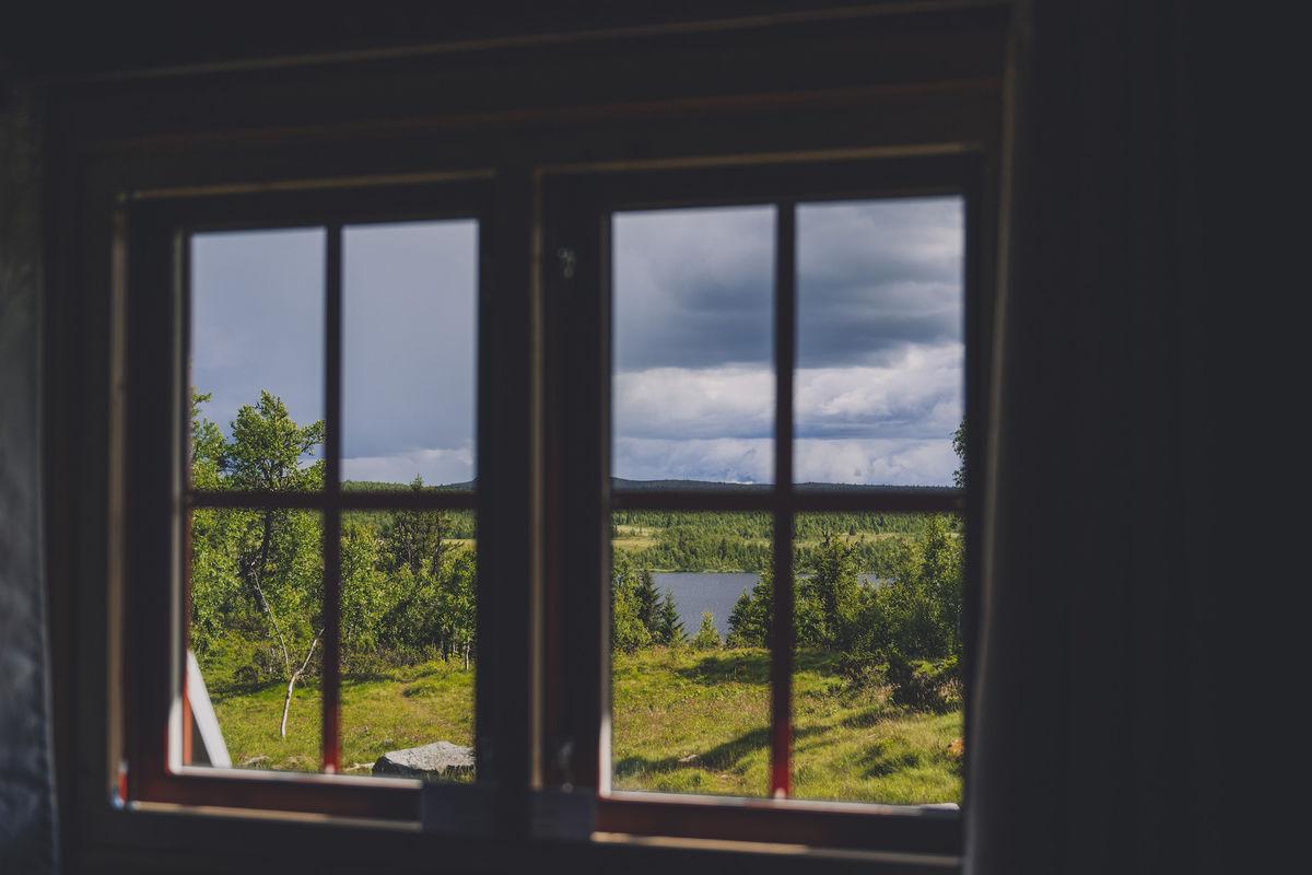 Nyt utsikten fra hytta