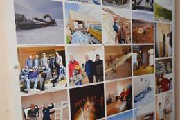 Plakat med bilder fra byggeperioden - Foto: