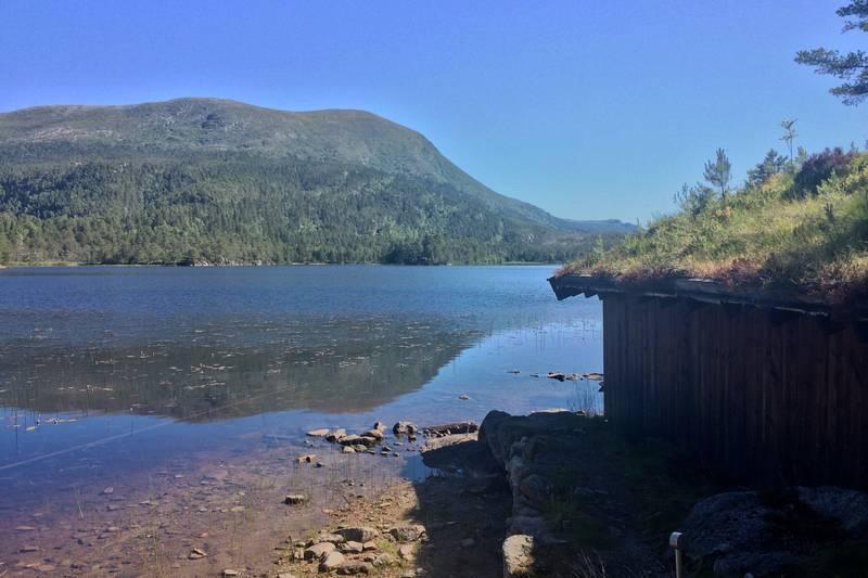Bjønnavatnet ved Trollstua, her er det båt og kano til leie