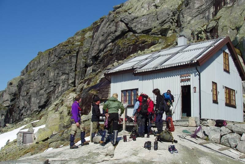 Demmevasshytta er hovedbase for DNT Fjellsport sine brekurs