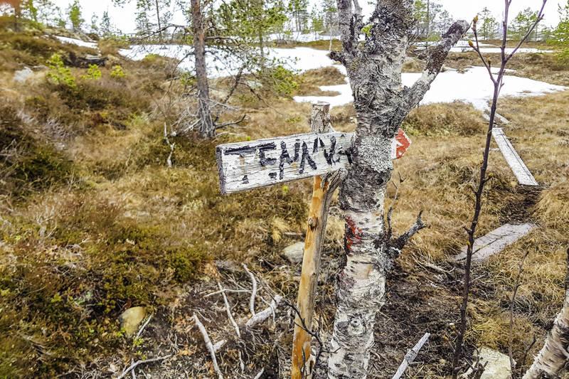 Skiltet i veidele like før Tennvatnet