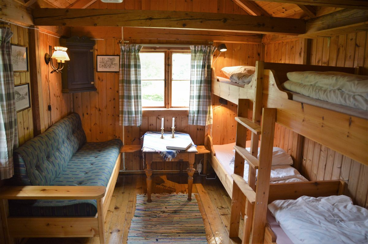 Isbua, 4 (5) soveplasser og koselig stue