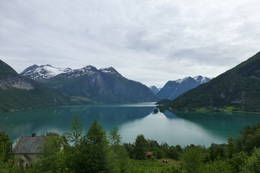 Utsikt over Oppstrynsvatnet -  Foto: Bodil Dybevoll