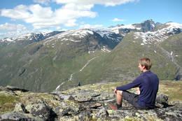 Mellom Skogadalsbøen og Vettismorki - Foto: Helle Andresen