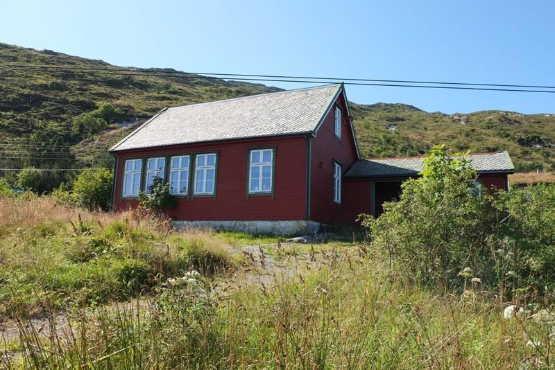 Vil du oppleve og bu på øya Kinn, lengst vest i havet ved Florø?Velkommen til DNT hytta på Kinn!