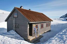 Ski på trammen, klar til tur utenfor Vending. - Foto: Einar J. Grieg.