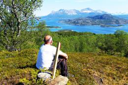 På toppen av åsen med utsikt mot Tannøya. -  Foto: Kjell Fredriksen