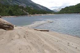 Denne strandperlen finner du en liten rotur fra hytta. - Foto: Åsmund Steen