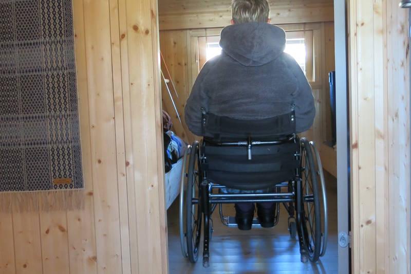 Tilrettelagt for rullestol. God fremkommelighet på soverom.