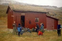 Gammelhytta var opprinnelig telegrafstue. Den første stua ble bygget i 1876. Den brant ned i 1901 og ble gjenoppbygd i 1902. - Foto: Geir Antonsen