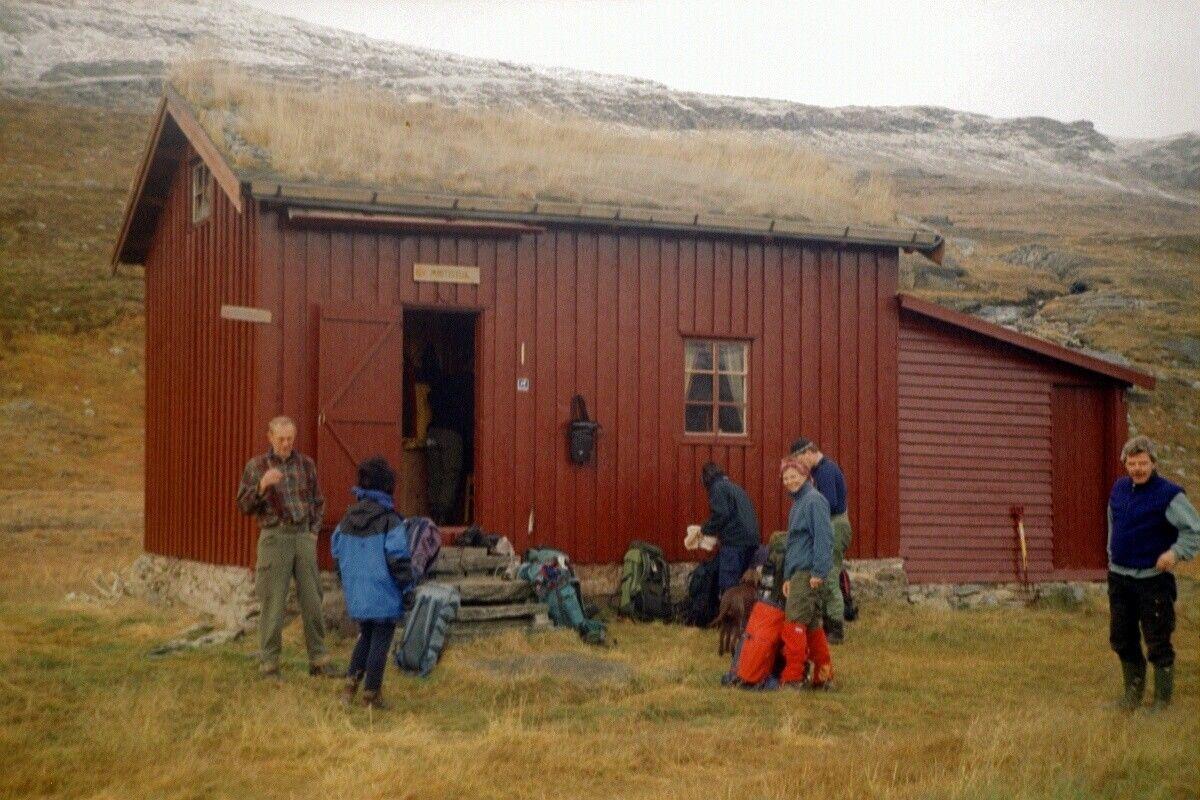 Gammelhytta var opprinnelig telegrafstue. Den første stua ble bygget i 1876. Den brant ned i 1901 og ble gjenoppbygd i 1902.
