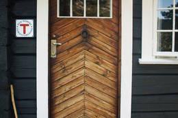 Døra på Torsdalsbu - Foto: Aust-Agder Turistforening