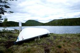 Man får mulighet til å benytte seg av båten på sommerseter når man leier hytta.  - Foto: Telemark Turistforening