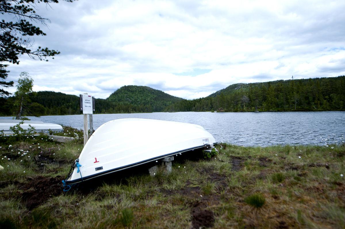 Man får mulighet til å benytte seg av båten på sommerseter når man leier hytta.