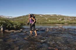 Vading av Grøndalselven - Foto: Ukjent