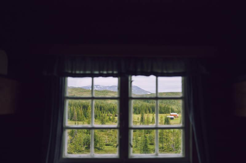 Den ligger sentralt til i den vestligste delen av Sylan, midt i hjertet av Roltdalen og Skarvan Nasjonalpark.