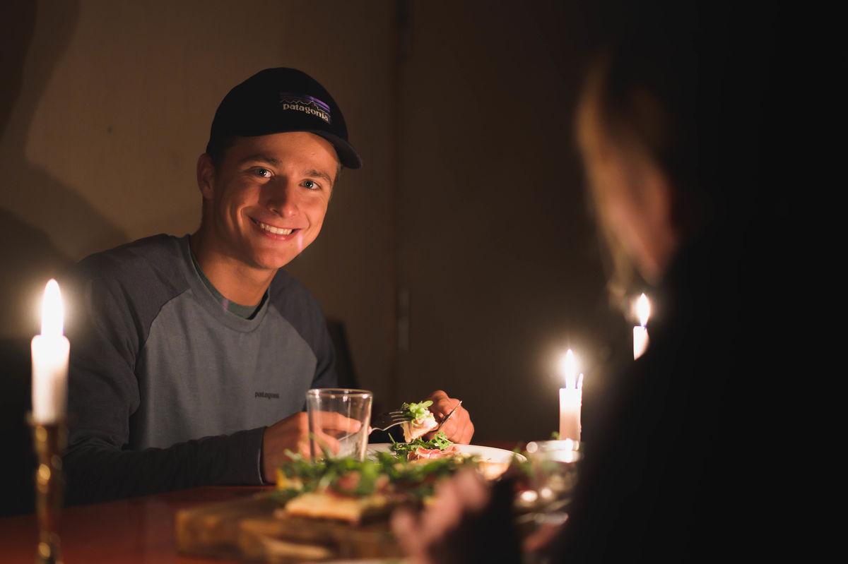 Nyt et herlig måltid i fantastiske omgivelser på Skåpet.