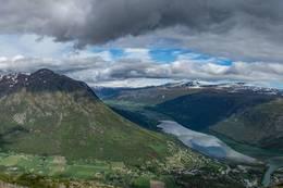Panoramabildet mot Lomseggen og Breheimen /Reinheimen nasjonalpark - Foto: Ola Rossehaug