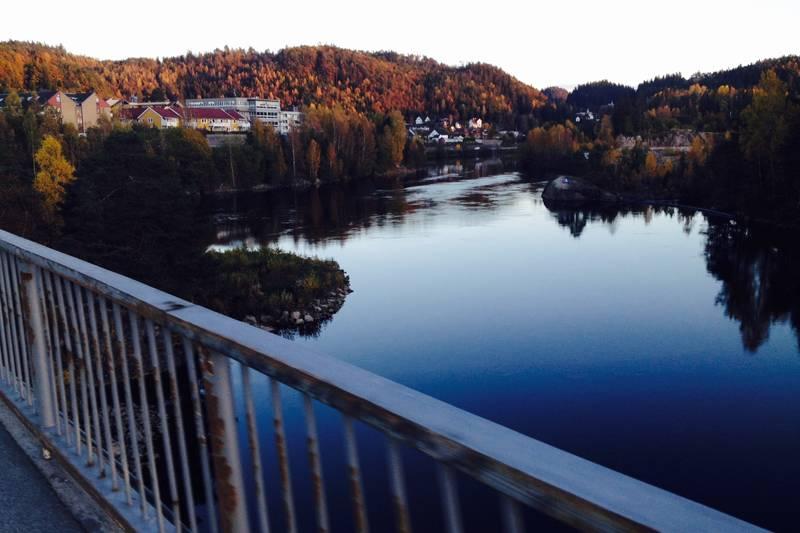 Strandsti vest: Først over brua der du ser Kaninøya