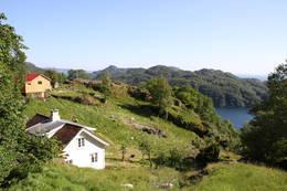 Gården Li har nydelig havutsikt fra sine 100 moh.  - Foto: Alf Sverre Torgersen