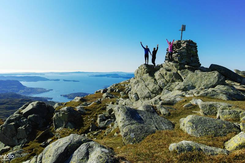 Varden. Utsikt utover Bjørnefjorden og Austevoll