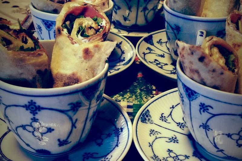 Hjemmebakte potetlefser med spekeskinke til forrett