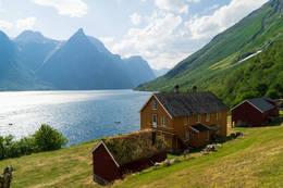 Hoemsbu en varm sommerdag -  Foto: Martin Gjellestad
