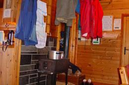 Trygvebu - tørkeplass ved ovnen - Foto: Berit Irgens