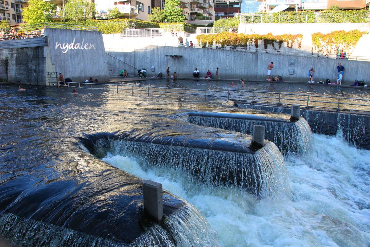 Flotte bademuligheter i Akershelva, rett sør for Nydalen T-banestasjon