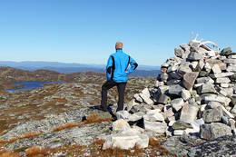 Utsikt fra Bletoppen mot Krokttjønn og Sørkjenuten. Oktober. -  Foto: Ottar Kaasa, Notodden.
