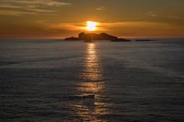 Solnedgang bak Klovningen - sett fra Hovdeneset - Foto: Svein-Magne Tunli