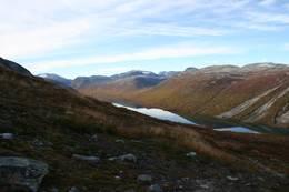 Vakkerstøylen ligger langs Ulvådalsvatnet. Her fra stien over fjellet til Pyttbua - Foto: Ålesund-Sunnmøre Turistforening
