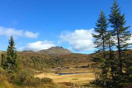 Ranten med sine karakteristiske tagger, kalt Rantehønna. Det heter seg at dette fjellet var modell for Soria Moria.  -  Foto: Hilde Roland