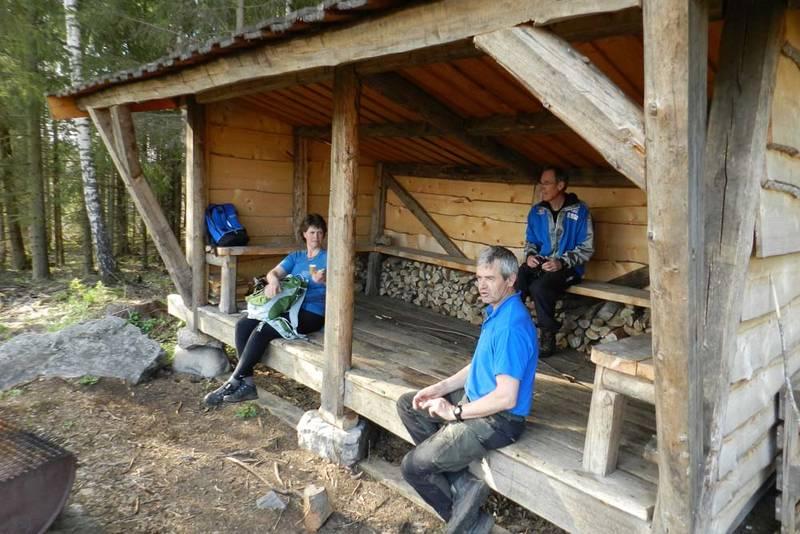 Gapahuken på Ilseng gård er den første av tre gapahuker man kommer innom på denne runden.