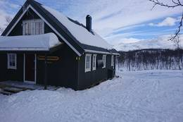 Nyhytta i vinterdrakt - Foto: Åshild Bjørnådal