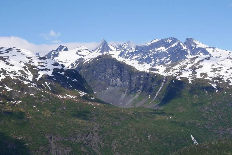 Toppen av Morkaskaret har fin utsikt mot Hurrungane og Store Skagastølstind