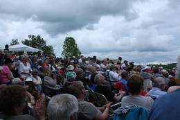 Folkemylder på Oppistun 2 juni 2013 -  Foto: Knut Lysell