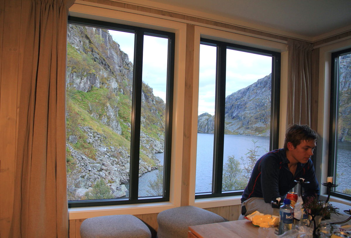 Sikringshytta, utsikt over Storavatnet