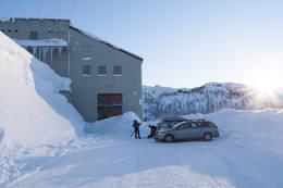 Parkering ved kraftanlegget. - Foto: André Marton Pedersen