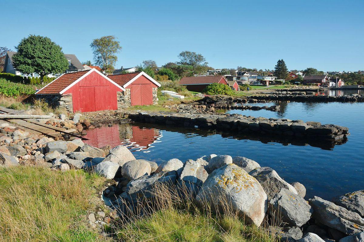 Trivelig naustmiljø på Sør-Sunde