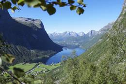 På vei opp til Slogen fra Øye.  - Foto: Linn Sønderland Skarbøvik