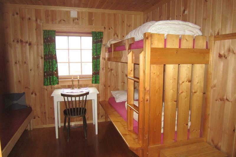 """Alle våre rom er dobbeltrom, her i """"Gamlefløyen"""" hvor rommene er slik de var etter påbyggingen på 70-tallet."""