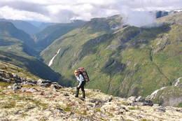 På tur fra Skogadalsbøen ned Utladalen - Foto: Ellen Næsje