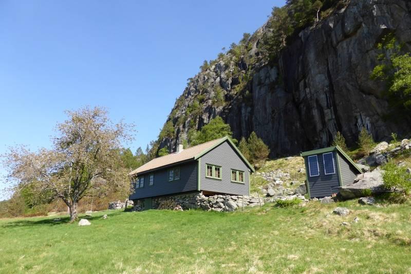 Ogfra Torsnes er det ikke så langt igjen til Preikestolen fjellstue.