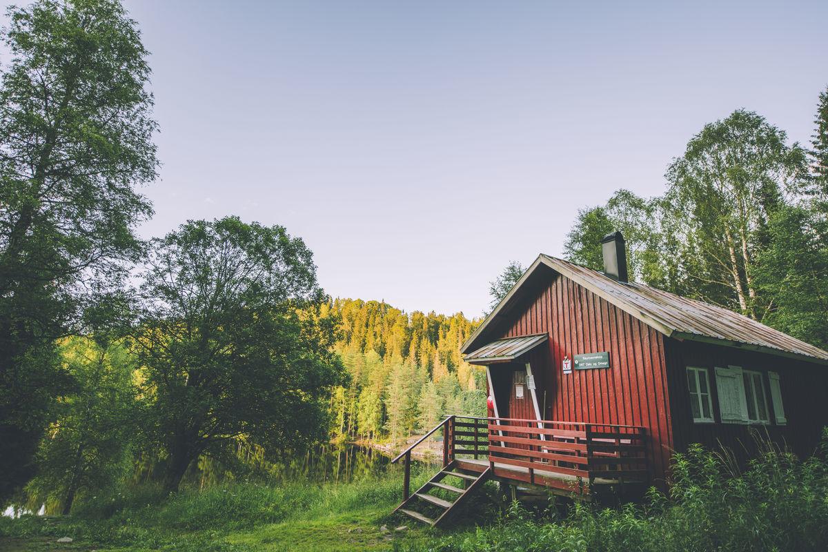 Røyrivannskoia ligger vakkert til ved Røyrivann i Østmarka