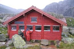 Dugnad på Blåbrebu sommeren 2007 - Foto: Flora Turlag